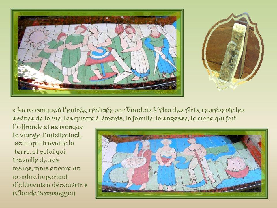 « La Gloriette a été orientée à la naissance du solstice dété, le 21 juin 1989, à 4 h 20, temps universel ( TU).