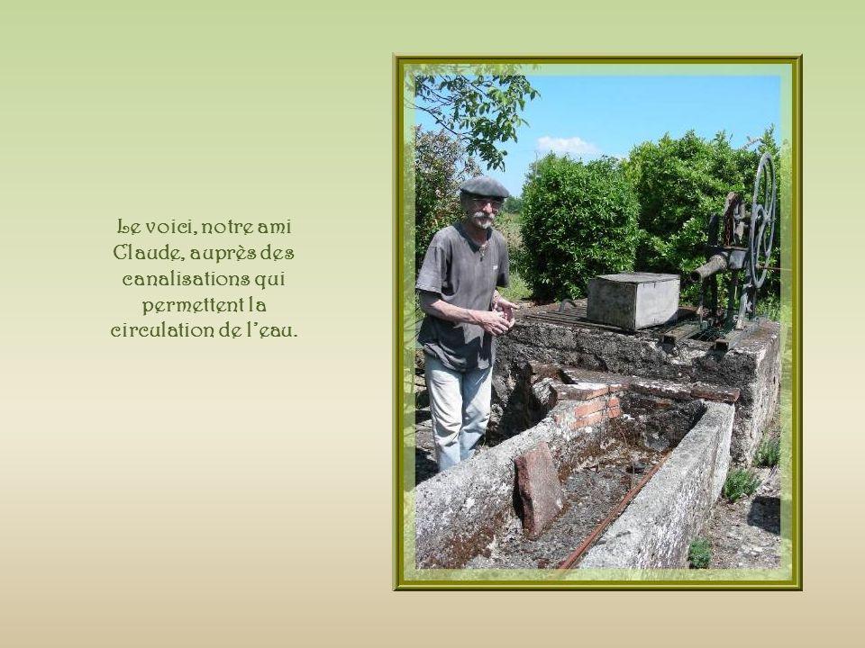 Rappelant le statut ancien de la propriété, on trouve lentrée dun souterrain, fermée par une grille également réalisée avec d anciens outils.