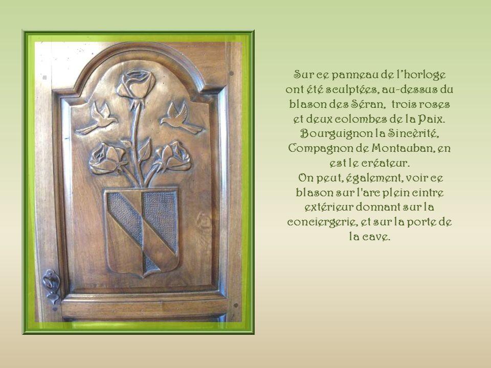 Sculpté par Claude, ce symbole de Venise : le Lion de Saint Marc, avec le texte en Latin « pax tibi Marce Evangelista meous «, Paix à toi, selon Marc lEvangéliste.