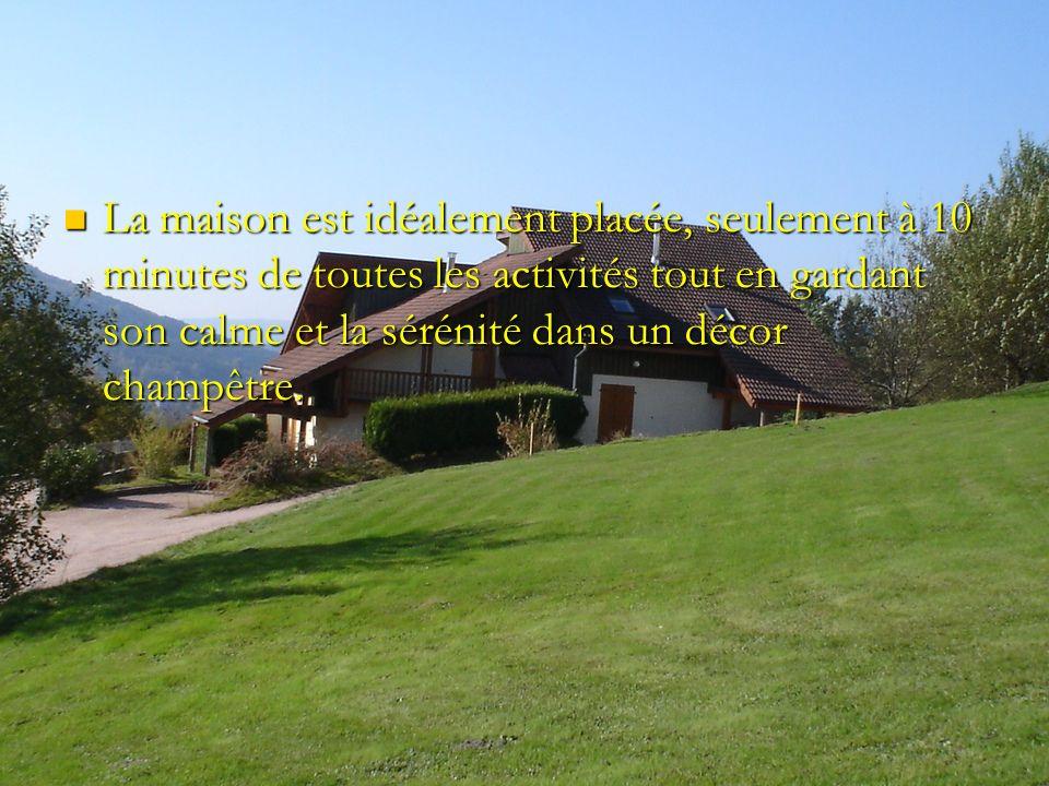 La maison est idéalement placée, seulement à 10 minutes de toutes les activités tout en gardant son calme et la sérénité dans un décor champêtre.