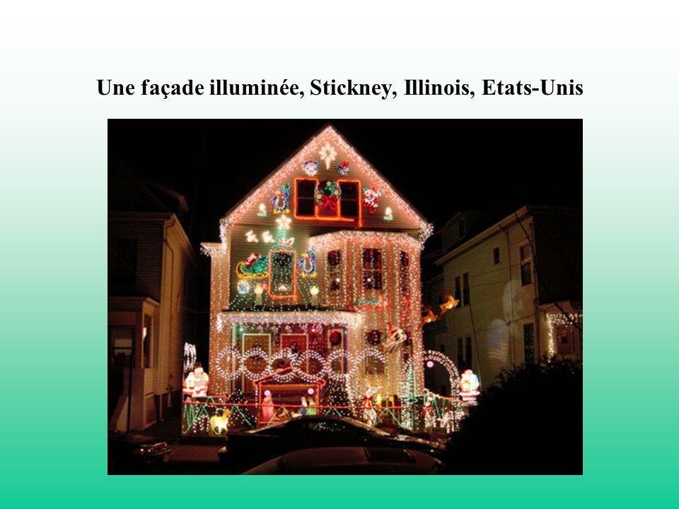 Une façade illuminée, Stickney, Illinois, Etats-Unis