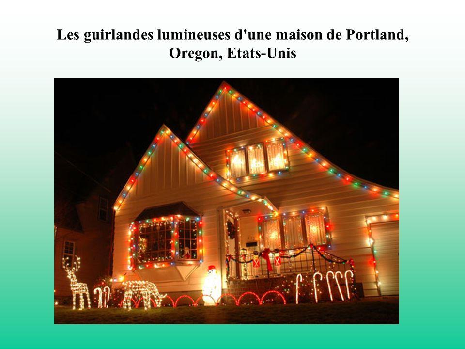 Les guirlandes lumineuses d'une maison de Portland, Oregon, Etats-Unis
