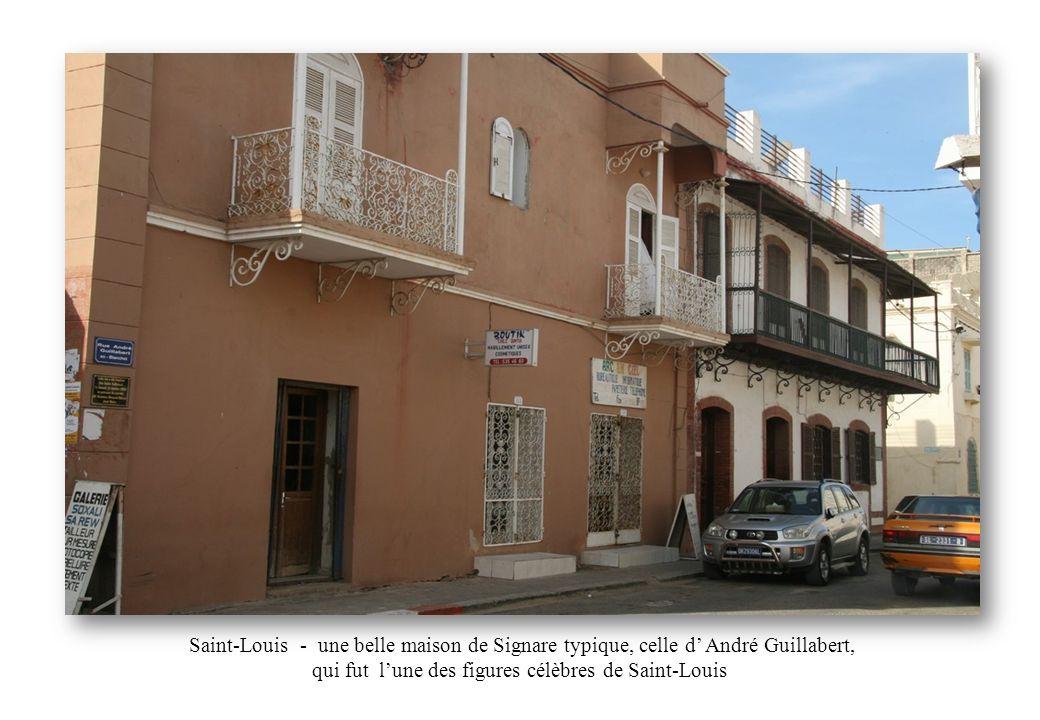 Saint-Louis - une belle maison de Signare typique, celle d André Guillabert, qui fut lune des figures célèbres de Saint-Louis