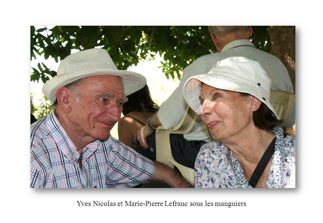 Yves Nicolas et Marie-Pierre Lefranc sous les manguiers