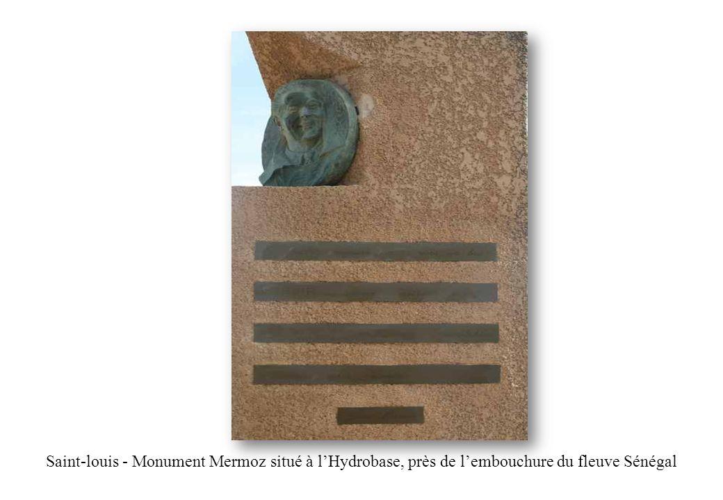 Saint-louis - Monument Mermoz situé à lHydrobase, près de lembouchure du fleuve Sénégal