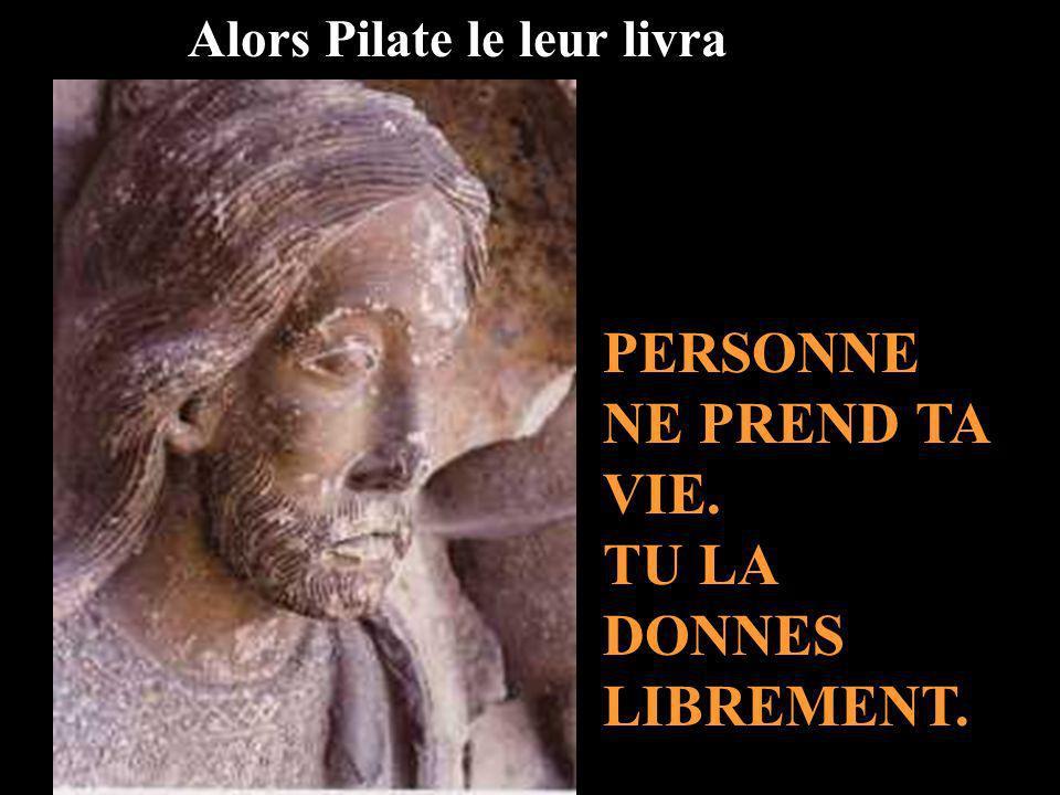 Pilate sassit au Tribunal, en un lieu appelé Lithostrotos Ici, les soldats tont torturé. Tu donnes de la force à ceux qui vont te suivre au long des s