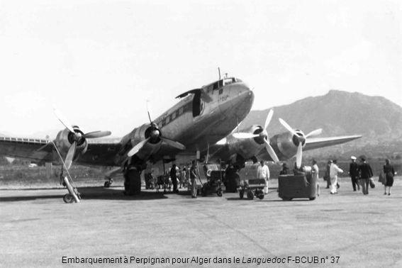 DC-4 révisé à Maison-Blanche (Robert Biancotti) Débarquement précaire à Ghardaia (Pierre Samin)