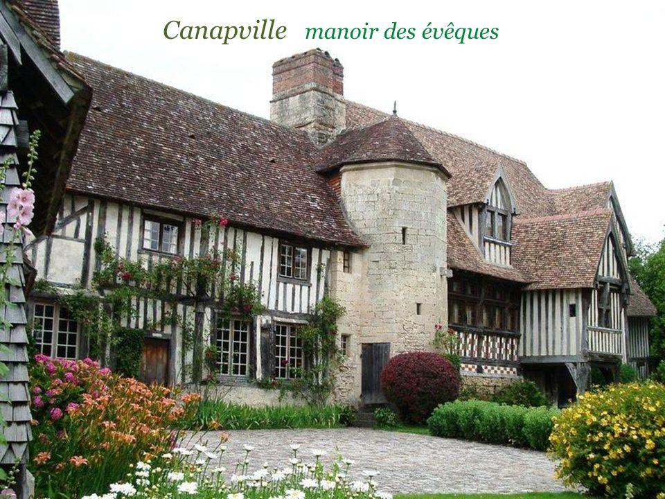 Maisons anciennes à pans de bois Maison des Quatrans du XIVe siècle C a e n