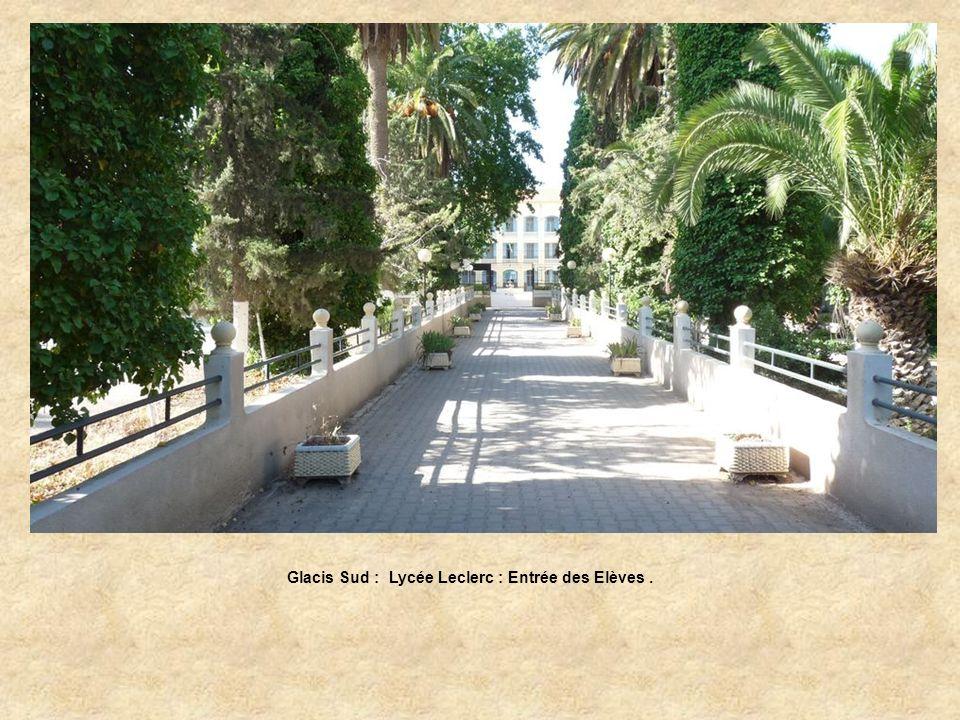 Glacis Sud : Lycée Leclerc, portail dentrée des élèves.
