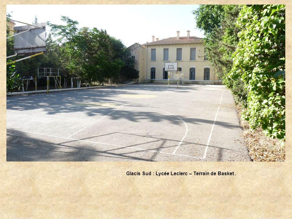 Glacis Sud : Lycée Leclerc : Entrée des Elèves.