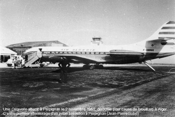 Une Caravelle atterrit à Perpignan le 2 novembre 1961, déroutée pour cause de brouillard à Alger. Cest le premier atterrissage dun avion à réaction à