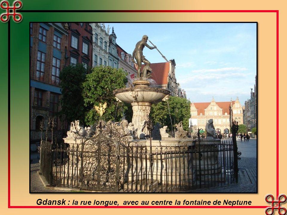 Gdansk : la rue longue, avec au centre la fontaine de Neptune