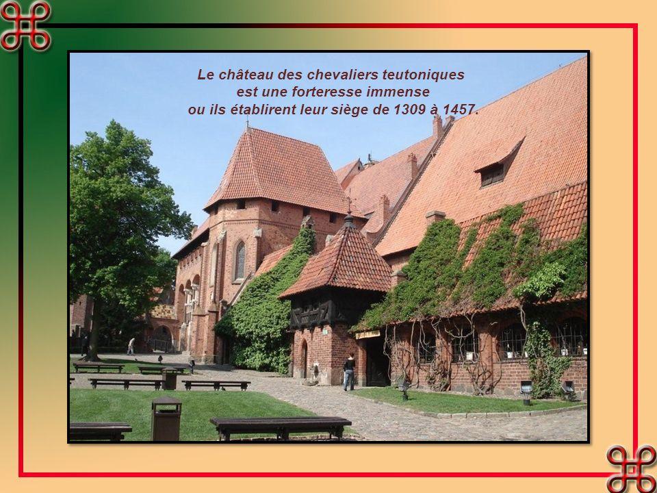 Le château des chevaliers teutoniques est une forteresse immense ou ils établirent leur siège de 1309 à 1457.