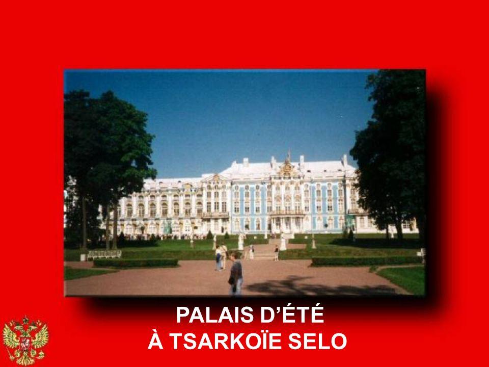 Tsarkoïe Selo, aujourdhui Pouckine, est une petite ville près de St-Pétersbourg où la famille impériale résidait lété.