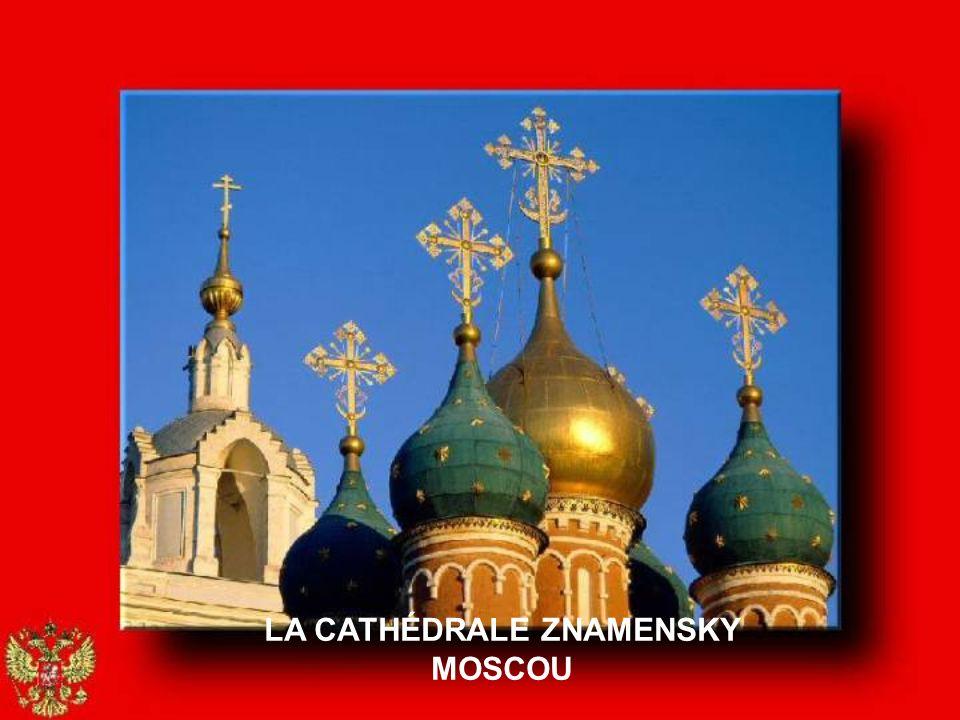 LA CATHÉDRALE ST-BASILE MOSCOU
