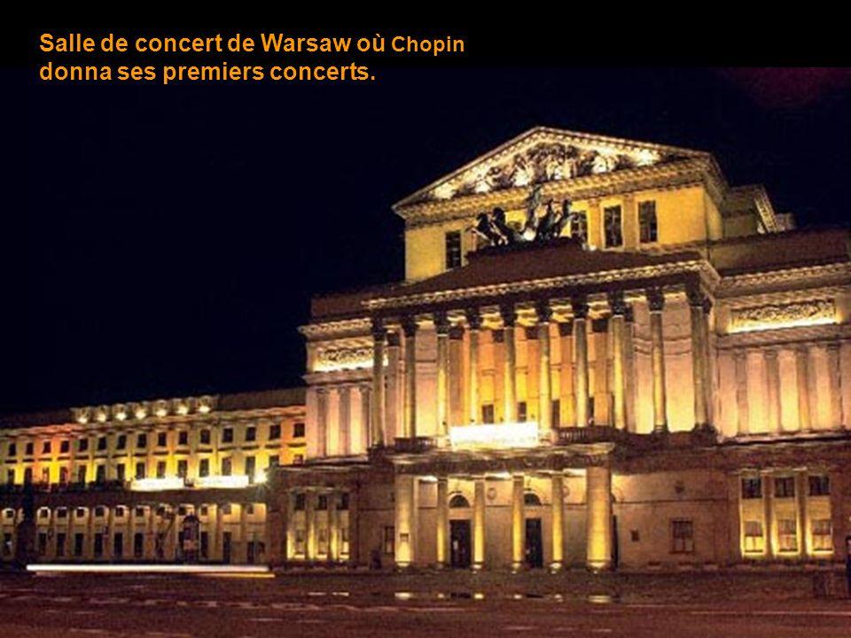Voici le pilier de léglise Sainte-Croix, à Warsaw, où lurne abritant le coeur de Chopin a été scellé.