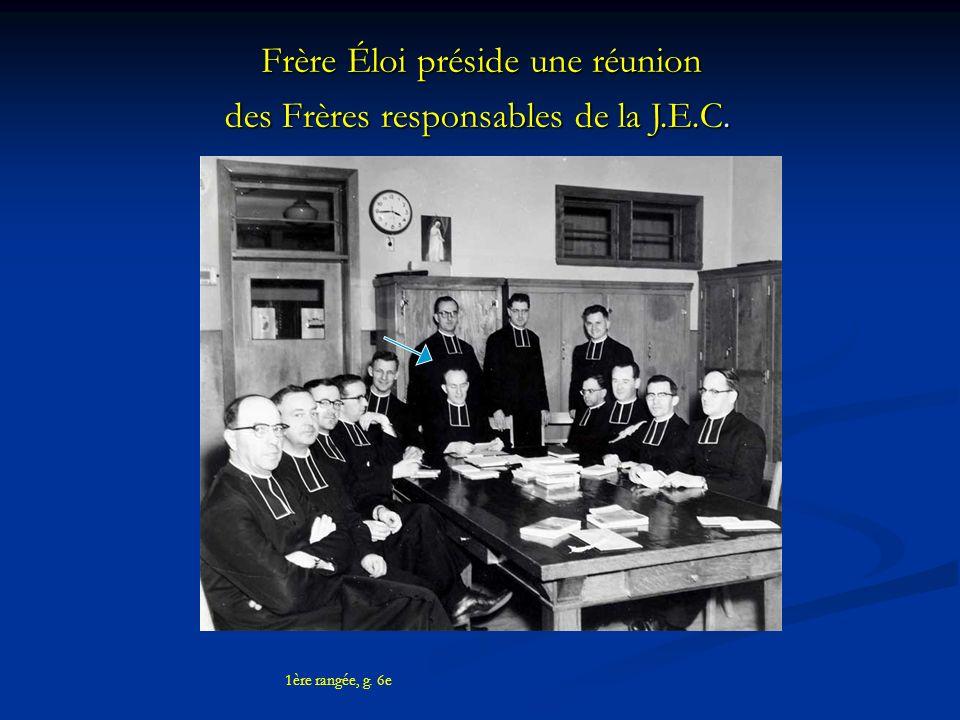 Frère Éloi préside une réunion des Frères responsables de la J.E.C.