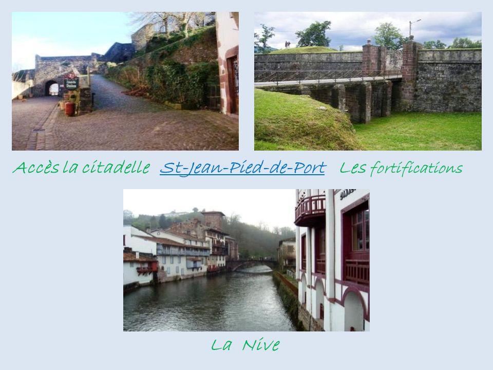 Rue montante St-Jean-Pied-de-Port Chemin de ronde