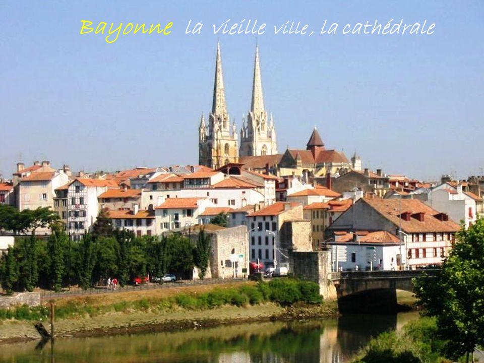 B a n c a Le village, son église son fronton Vallée des Aldudes