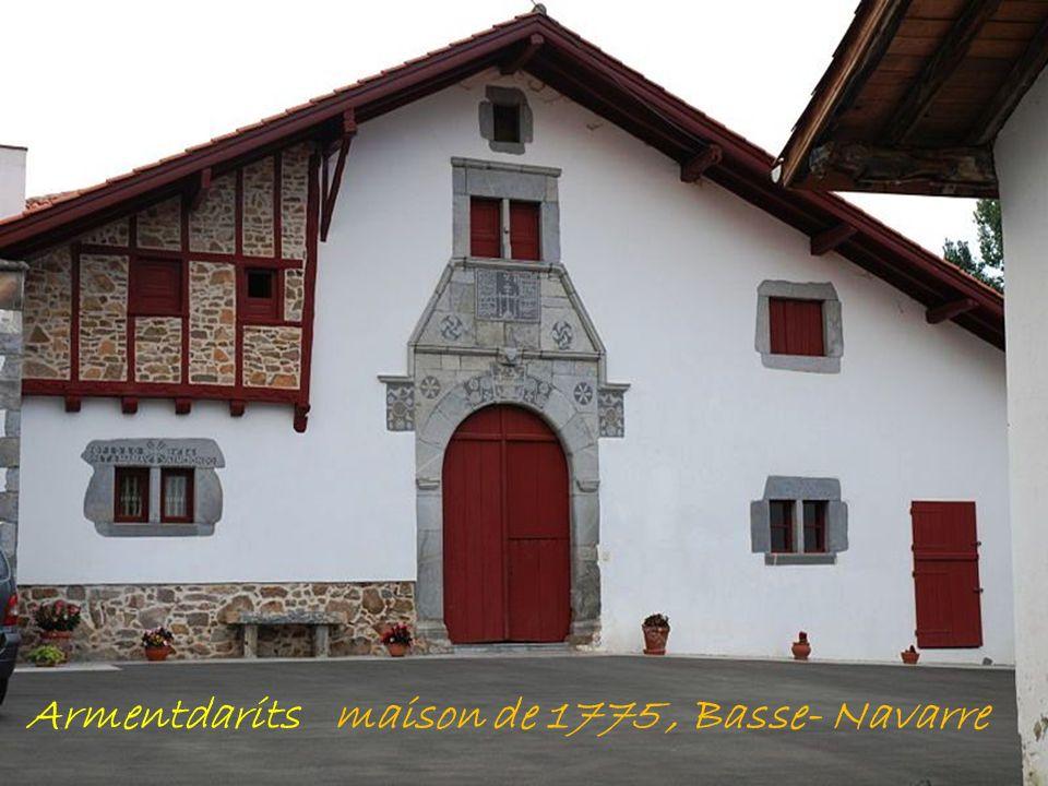 Accès la citadelle St-Jean-Pied-de-Port Les fortifications La Nive