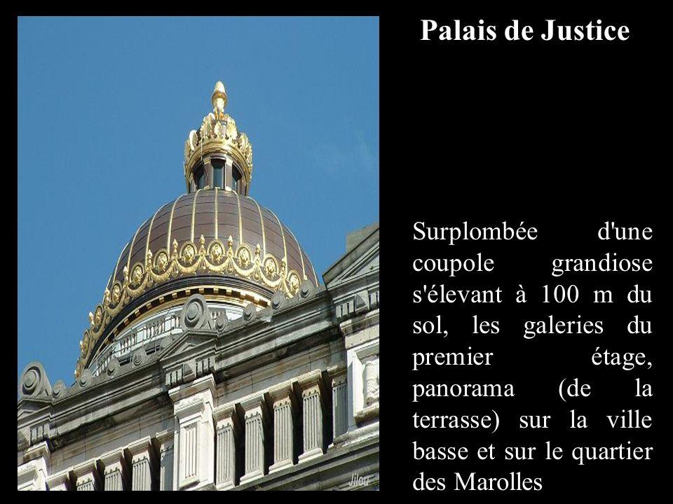 Surplombée d une coupole grandiose s élevant à 100 m du sol, les galeries du premier étage, panorama (de la terrasse) sur la ville basse et sur le quartier des Marolles Palais de Justice