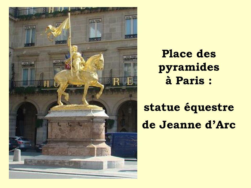 Place des pyramides à Paris : statue équestre de Jeanne dArc