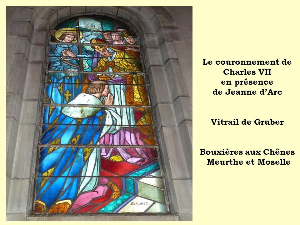 Le couronnement de Charles VII en présence de Jeanne dArc Vitrail de Gruber Bouxières aux Chênes Meurthe et Moselle