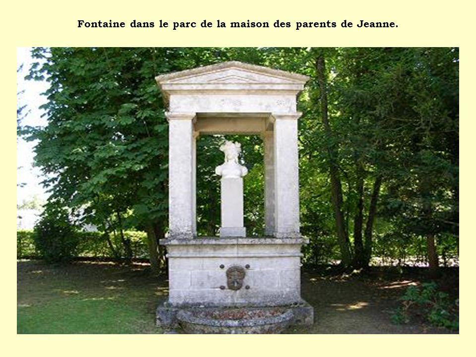 Fontaine dans le parc de la maison des parents de Jeanne.