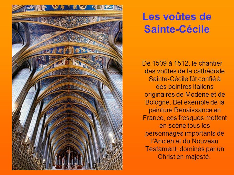 Les contreforts de la cathédrale Sainte-Cécile d'Albi, et son clocher.