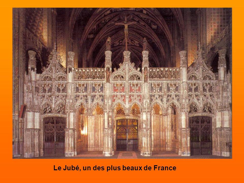 Le jugement dernier Peint à la fin du XVe siècle, la fresque du jugement dernier du chœur de la cathédrale d'Albi met en scène les élus quittant leurs