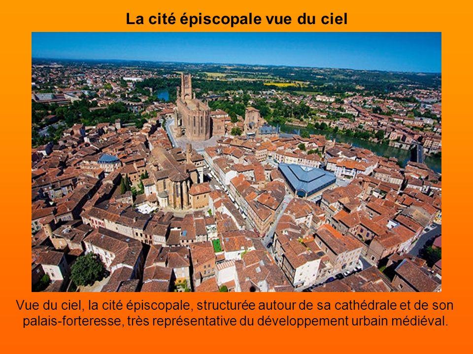 Un ensemble architectural Comprenant la cathédrale Sainte-Cécile, le palais de la Berbie, l'église Saint- Salvi et son cloître, le Pont-Vieux et les b
