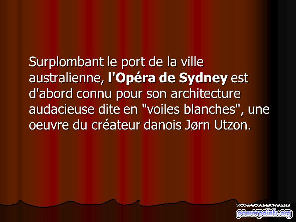 Surplombant le port de la ville australienne, l'Opéra de Sydney est d'abord connu pour son architecture audacieuse dite en