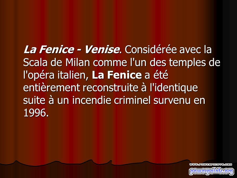 La Fenice - Venise. Considérée avec la Scala de Milan comme l'un des temples de l'opéra italien, La Fenice a été entièrement reconstruite à l'identiqu