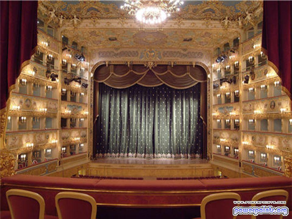 Originellement situé en plein coeur de Broadway, le Metropolitan Opera de New York a une capacité de 4 000 personnes et accueille chaque années plus de 200 représentations.