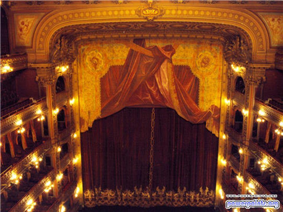 Symbole de la tradition musicale autrichienne, le Staatsoper de Vienne fut bombardé en mars 1945 avant d être reconstruit à l identique.