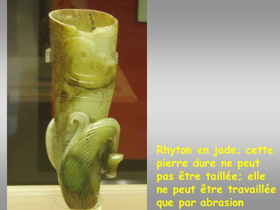 Linceul de jade Musée du tombeau du roi des Yue du Sud: Linceul de jade –copie-(aux pièces reliées par des fils de soie) du roi Zhao Mei (137-122).