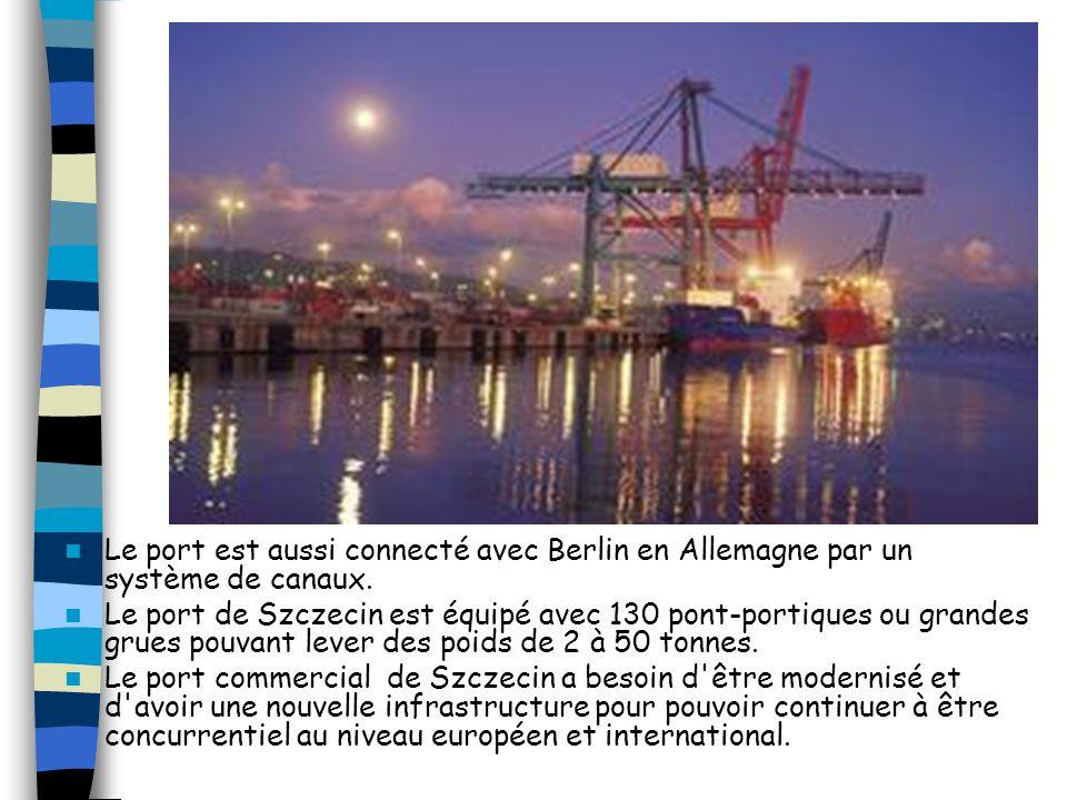 Un grand nombre de chantiers navals construisent des bateaux de fret (cargos, porte-containers), d'autres réparent, remettent à neuf ou ré-équipent le