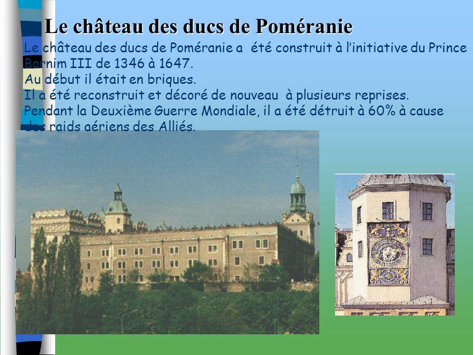 La porte du port La porte du roi Elle constitue une partie des fortifications de la ville. Elle a été construite de 1725 à 1727. Cest lun des rares mo