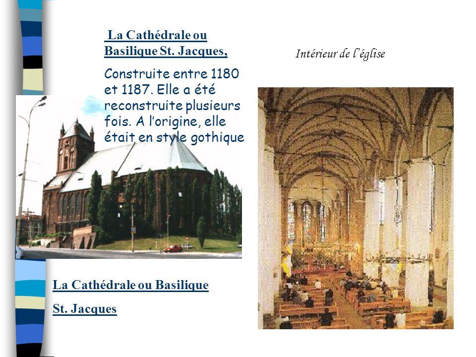 Cette église a été construite en 1888-90. Elle a été brűlée pendant la guerre. Actuellement elle est reconstruite en style néogothique. Léglise Saint