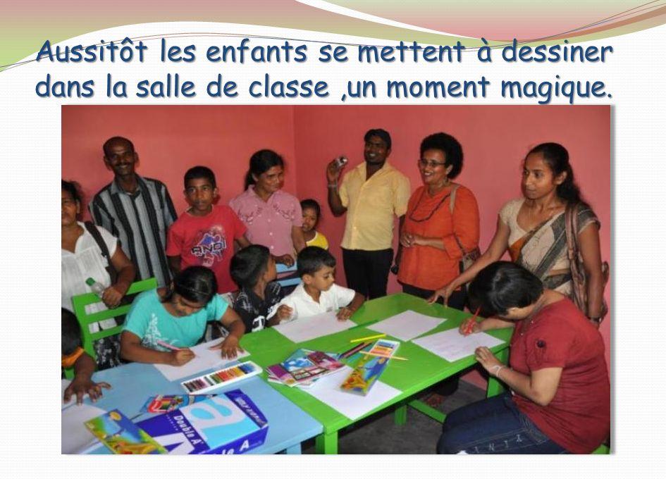 Aussitôt les enfants se mettent à dessiner dans la salle de classe,un moment magique.