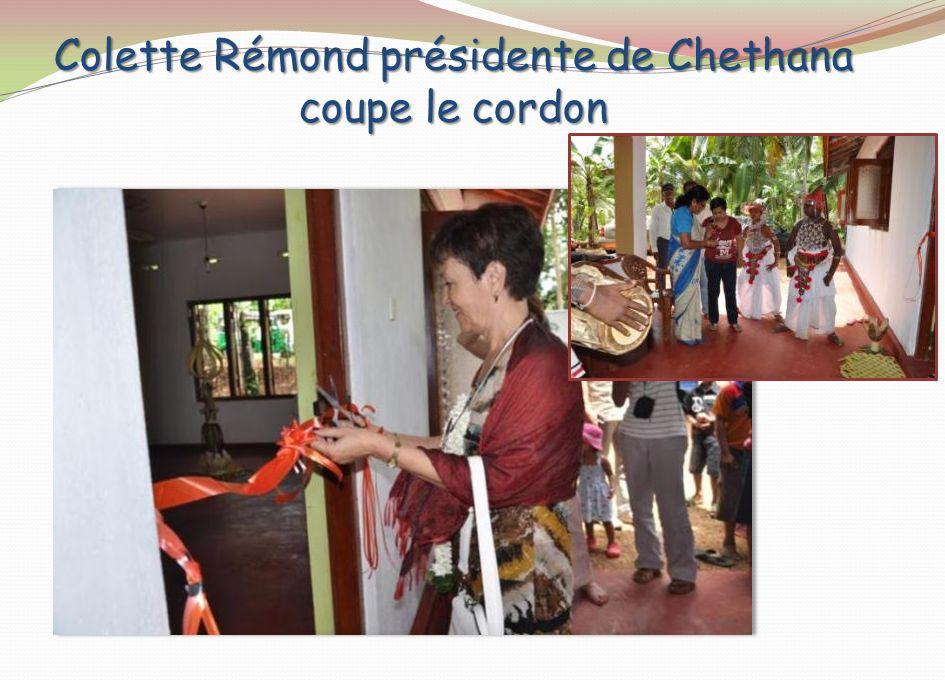 Colette Rémond présidente de Chethana coupe le cordon