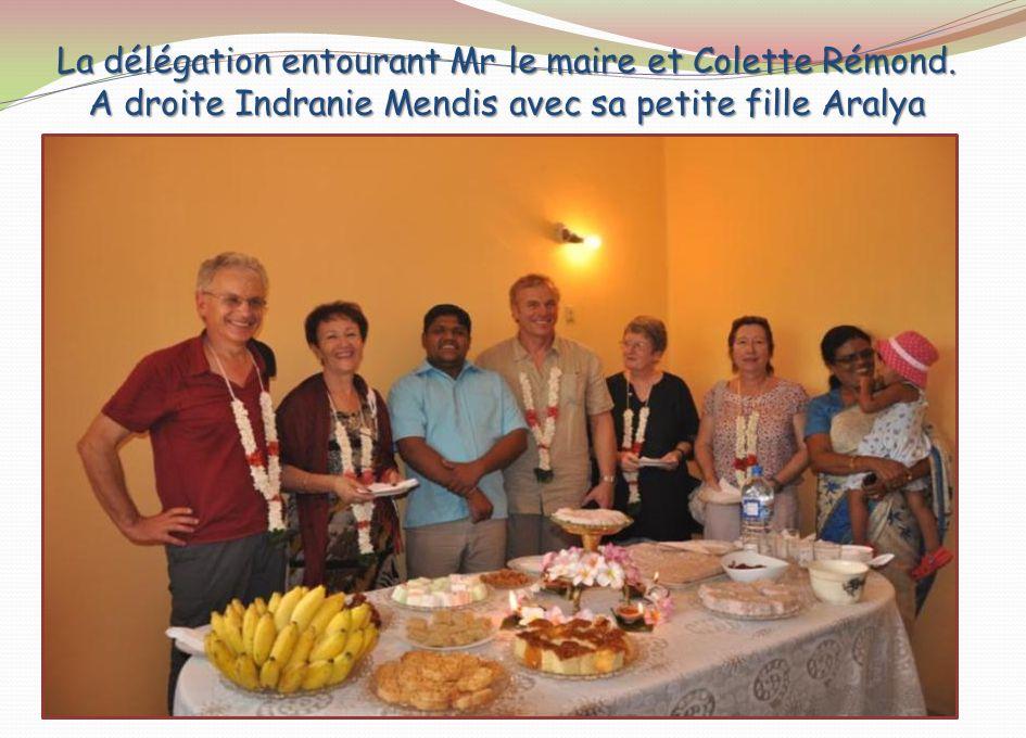 Cinq enfants sont inscrits dont un garçon auprès du maire et de Colette Rémond