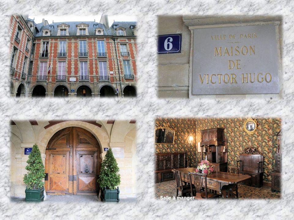 La maison de Victor Hugo C est en 1832, que la famille Hugo sinstalle au complet au 6, place des Vosges.