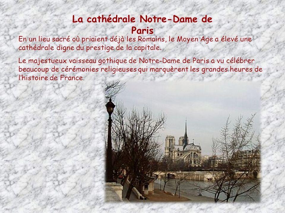 Lîle de la Cité, est considérée comme lantique berceau de Paris et conserve quelques beaux monuments du Moyen-âge : la Conciergerie, la Sainte-Chapelle et Notre-Dame de Paris.