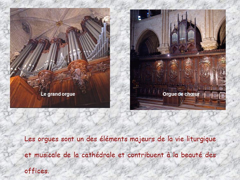 Les 3 rosaces constituent lun des plus grands chefs-dœuvre de la Chrétienté.