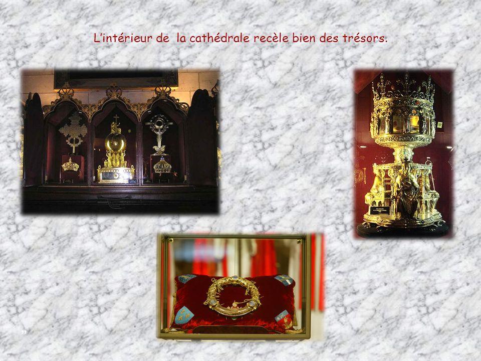 Mausolée du Comte dHarcourt œuvre de Jean-Baptiste Pigalle Vierge à lenfant, priée sous le nom de Notre-Dame de Paris Cest au pied de cette statue que le poète Paul Claudel se convertit.
