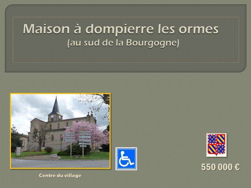 La maison se trouve à Dompierre les Ormes, à 100 mètres du centre du village (850 habitants) situé à 34 km de Mâcon et à 20 km de Cluny.