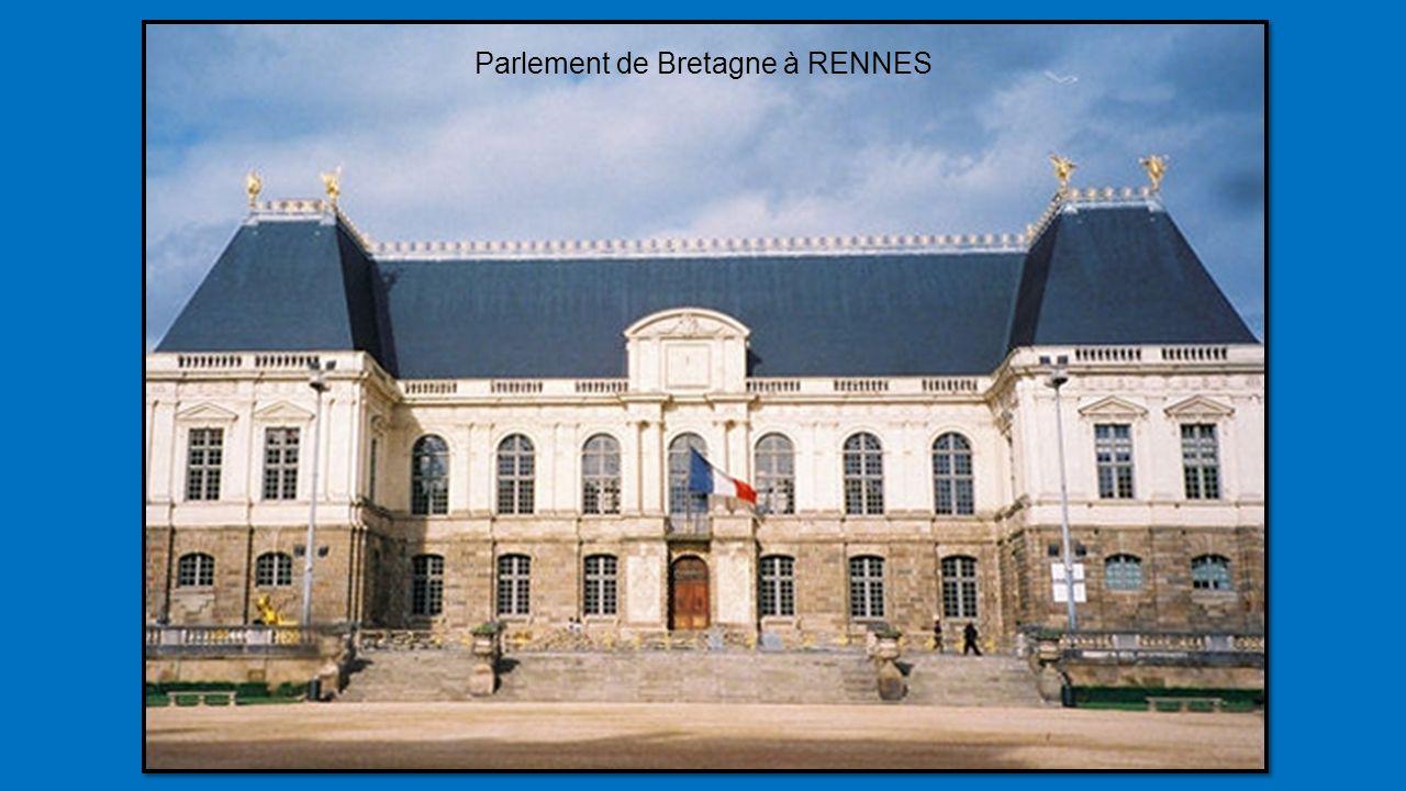 Palais des Ducs de Bourgogne à DIJON du 16éme siècle. Hôtel de ville et Musée