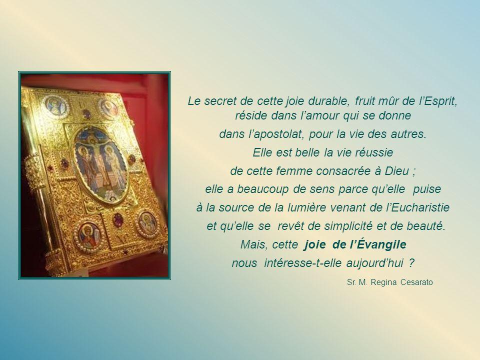Lorsque, dans la maturité de ses 25 ans, cette jeune fille entre à Saint-Paul, il lui remet le livre « Les femmes de lÉvangile » comme un instrument qui la met en harmonie avec sa mission future.