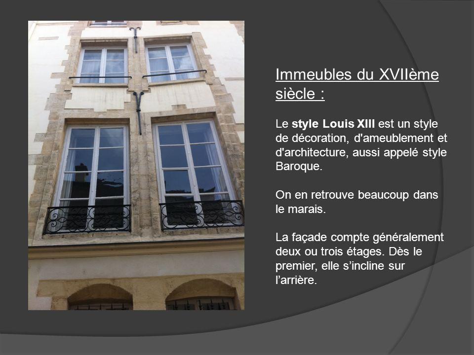 Les immeubles du style Louis XIII comporte souvent des portes cochères en bois clouté